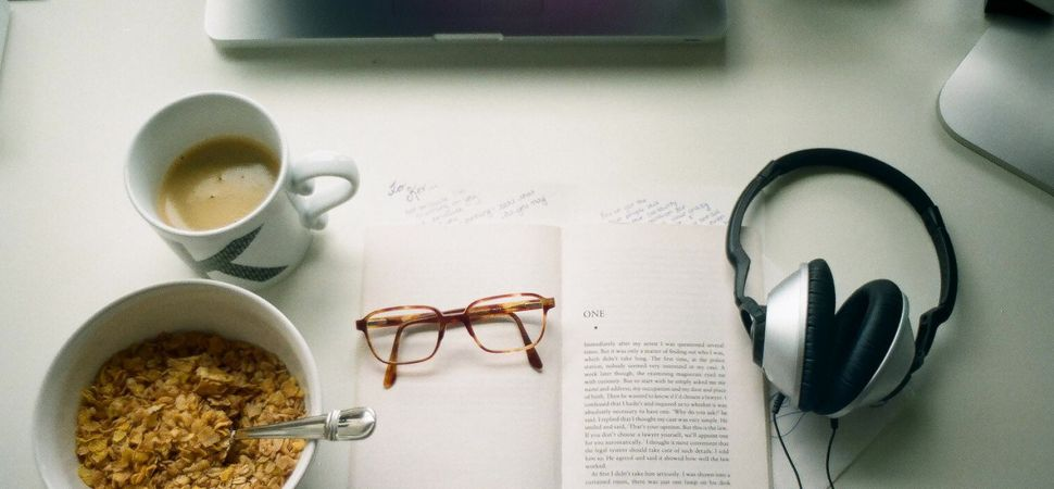 desk-morning-coffee-and-reading-1725x810_28125